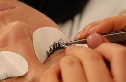 Summer holiday eyelash extensions in Hertfordshire